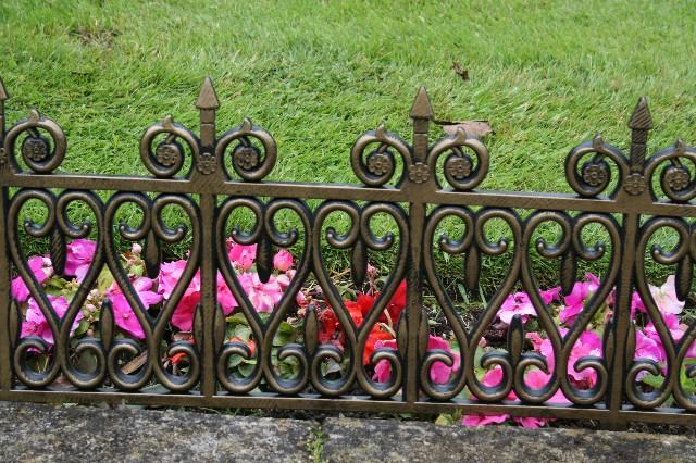 Interlocking Wrought Iron Effect Lawn Edging 4 Pack
