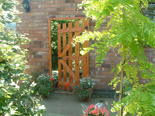 6ft 1in x 2ft 8in Illusion Mirror Gate