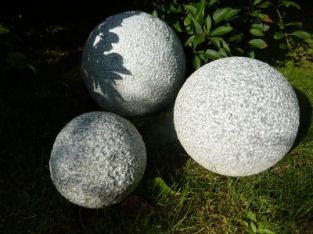 Picked Plain Spheres Granite- Pink Garden Ornament