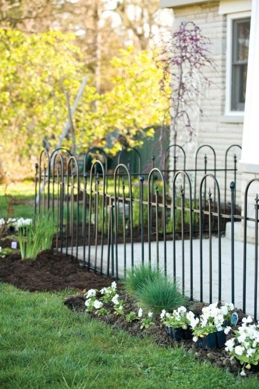 Triple Arch Finial Fence Section in Black