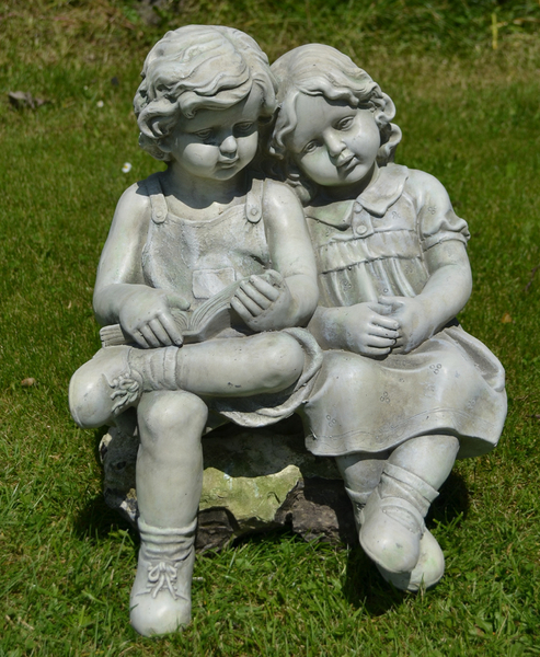 Polly & Peter Statue
