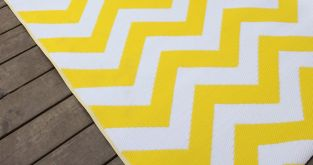 120cm x 180cm (4ft x 6ft) Reversible Outdoor Psychedelia Rug - Yellow / White