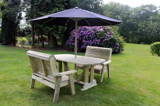 Ergo Redwood Four Seater Garden Table & Bench Set - 1.37m (4ft 5in)