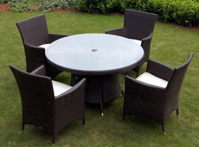 St. Tropez Wicker Round 4 Seater Garden Dining Set