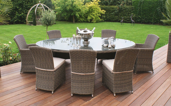 Maze Rattan - Winchester 8 Seater Oval Dining Set with 2 Cava Chairs and 6 Armless Chairs