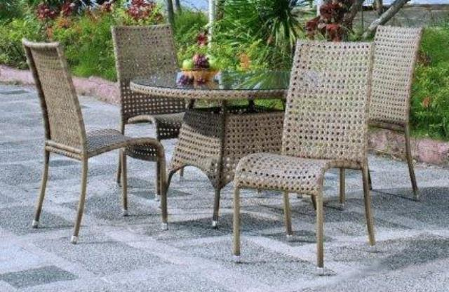 Alexander Rose Manila 4 Seater Round Garden Furniture Set with Highback Garden Chairs