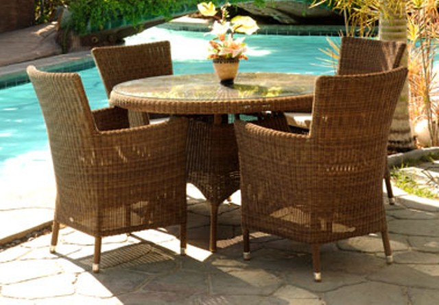 Alexander Rose San Marino 4 Seater Round Garden Furniture Set with Square Armchairs