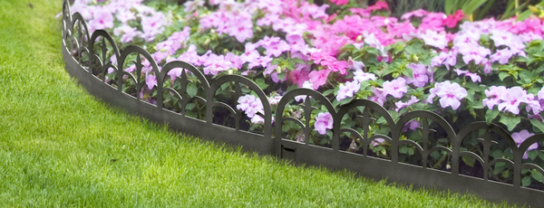 4.55m Finial Lawn Edging Kit (5x 91cm packs) in Black - H20cm