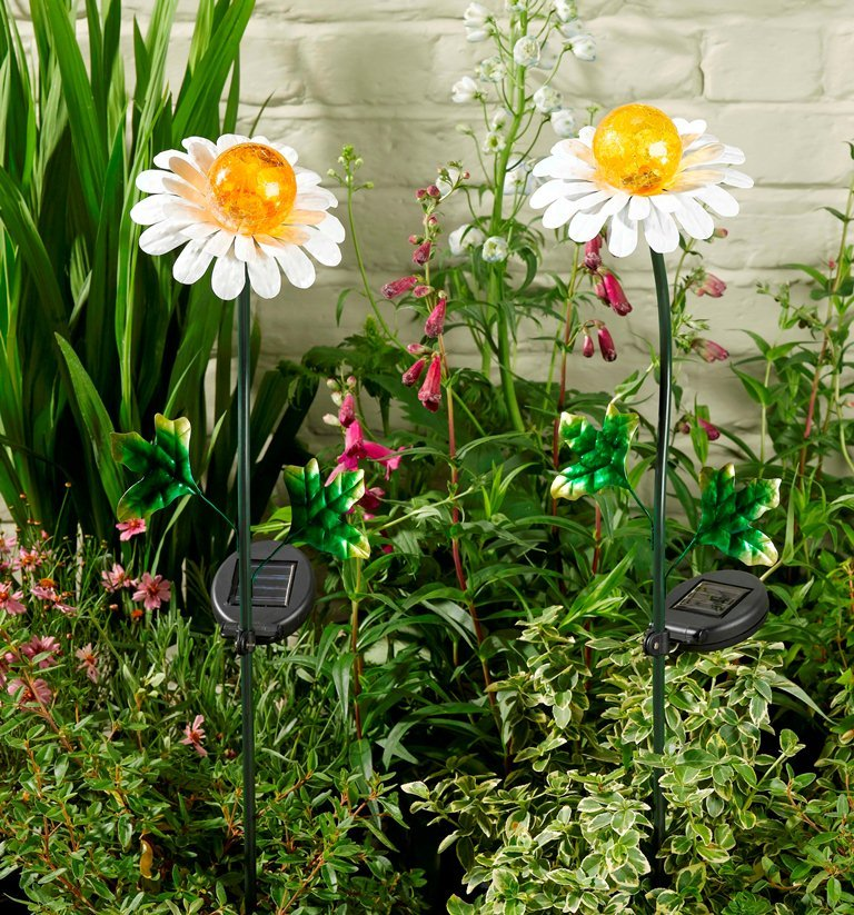 Daisy Solar String Lights: Smart Solar Daisy Stake Light