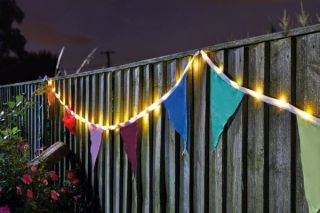 Smart Garden - Solar Powered Decorative Bunting String Lights - 10 Flags / 39 LEDs