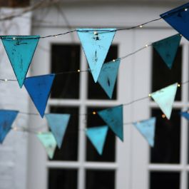 3.5m/11ft 5in Hand-Made Blue Bunting With 36 Battery Powered Warm White Lights