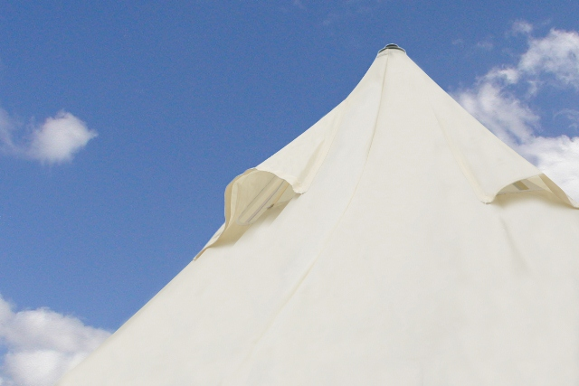 Portable Pyramid Ivory Shade Sail Kit with Pole, Ropes and Pegs - Easy Set Up - 4.5mx4.5mx3.5m