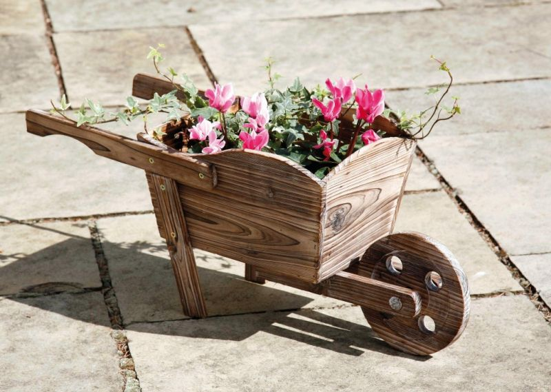 Decorative wooden wheelbarrow planter h27cm x l62cm for Carretas de madera para jardin