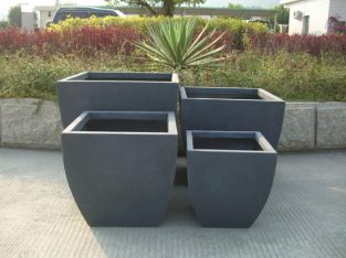 ORSTON ROUNDED BASE PLANTER IN BLACK H31CM X W30CM