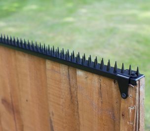 Featherboard Fence Spikes with 2 Clamps - Black