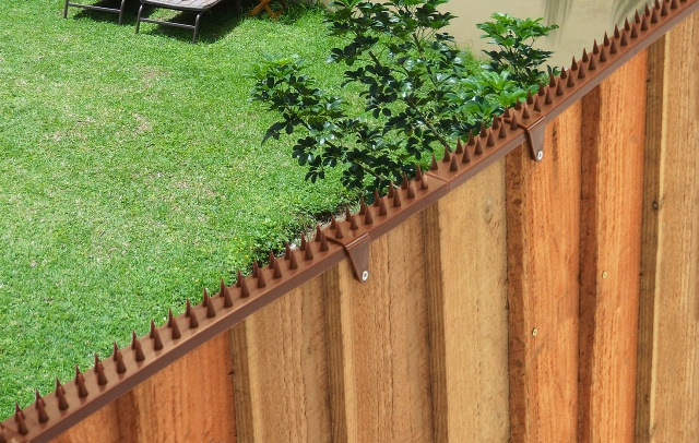 Featherboard Fence Spikes With 2 Clamps Brown 163 1 20