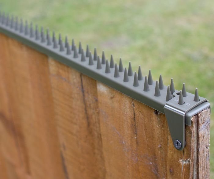 Featherboard Fence Spikes with 2 Clamps - Grey