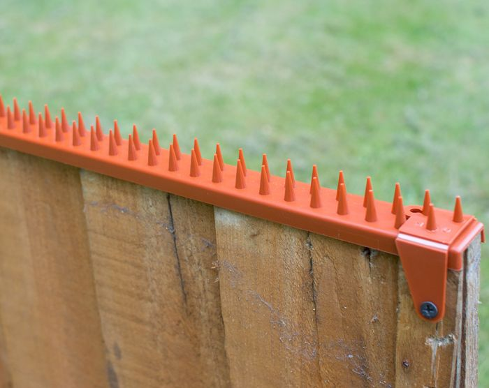 Featherboard Fence Spikes with 2 Clamps - Terracotta