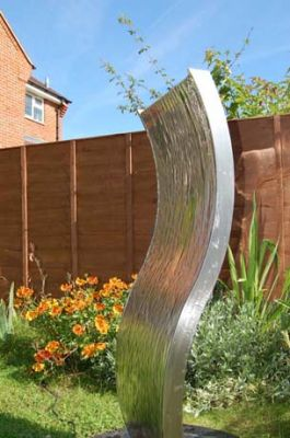 1.3m (4ft 3in) Double-Sided Curved Water Wall with Stainless Steel Reservoir