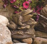 Frog on Leaves Spitter Cast Stone Water Feature H17cm x W22cm