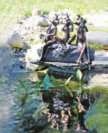 H30cm Frog Band Water Feature