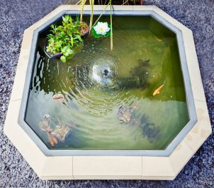 30cm Handmade Bath Stone Pond with UV Pump and Fibreglass Liner