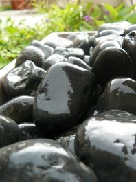Foras Tumbled Coloured Pebbles - Grey/Black 25kg
